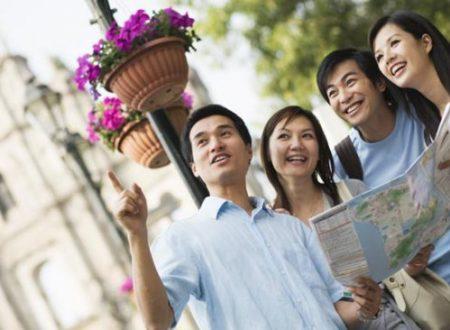 Vestirsi di bianco e il numero 4: tutte le gaffes da non fare mai con i turisti cinesi.