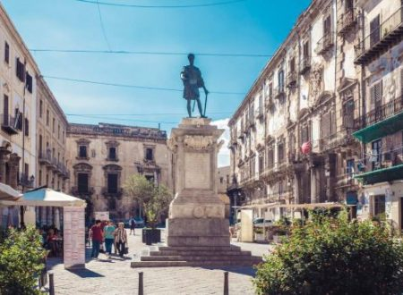 Domenica a Palermo a spasso tra i palazzi nobiliari del Cassaro.